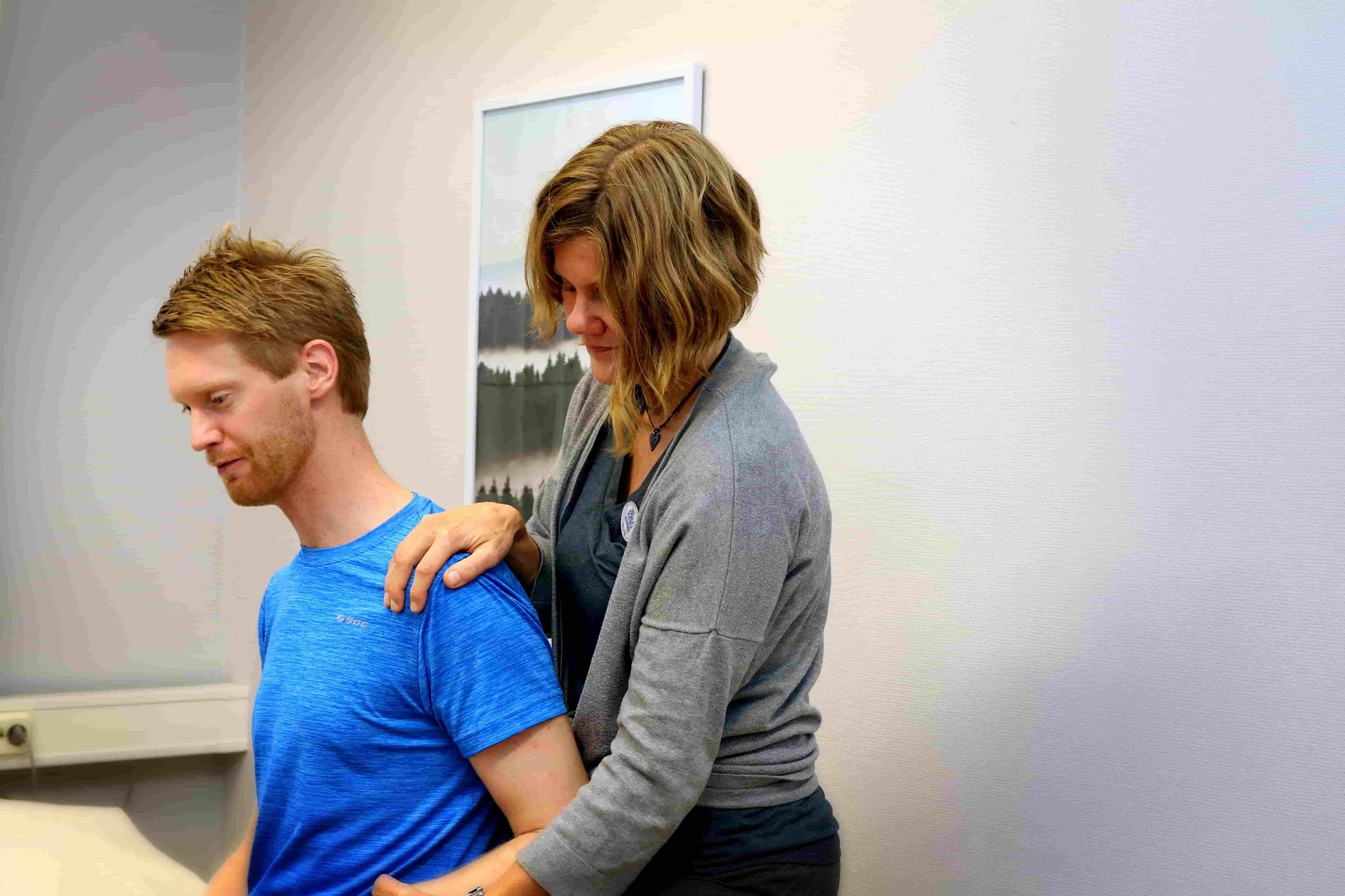 rehabilitering av experter med självreferens eller remiss av läkare